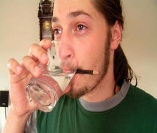пиене на вода против хълцане