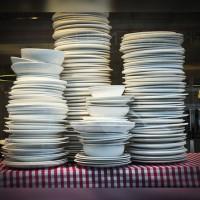 миенето на чинии е неблагодарна работа